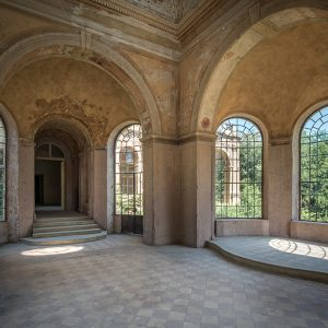 THE SUNROOM IN AN OLD CASTLE TO BUDAPEST